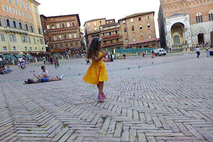 piazza-campo-robe-jaune